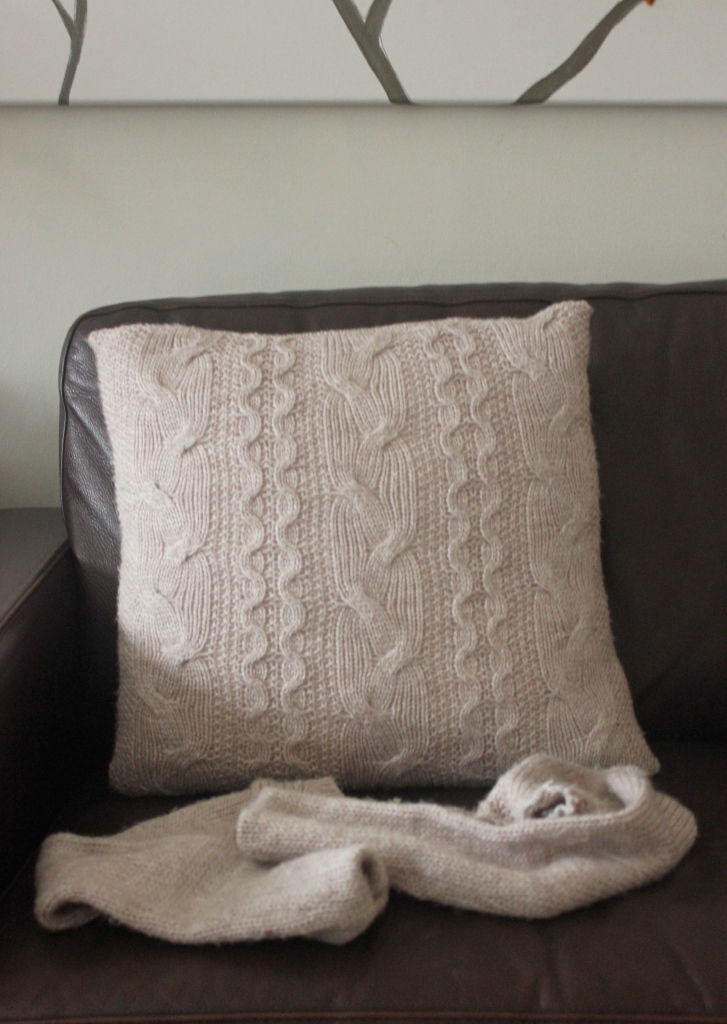 Pillow Made from Sweater  //Shibang Designs